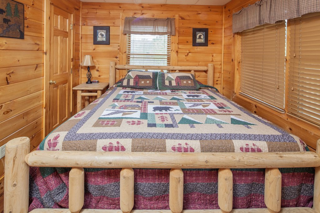 Photo of a Sevierville Cabin named  Black Beary Ridge - This is the thirtieth photo in the set.