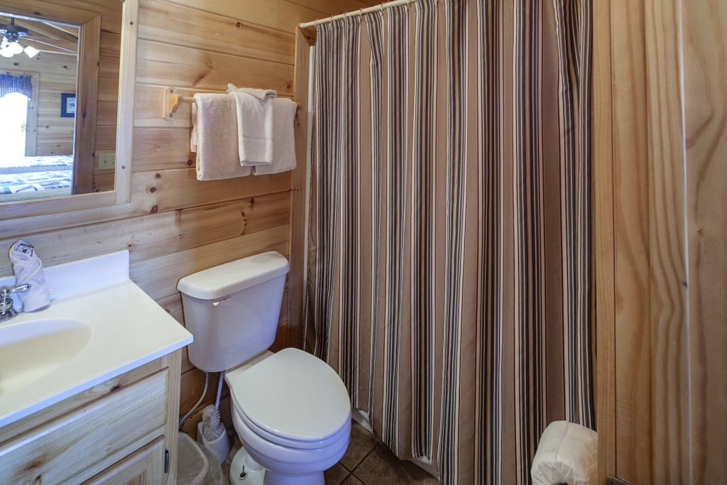 Photo of a Sevierville Cabin named  Black Beary Ridge - This is the seventeenth photo in the set.