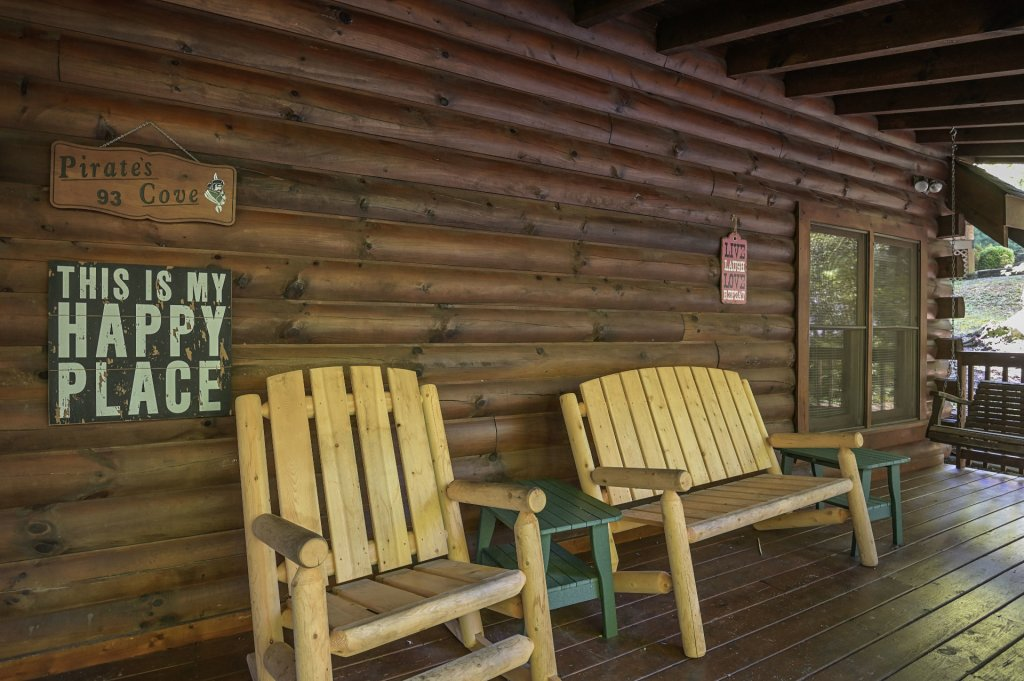 Photo of a Pigeon Forge Cabin named  Pirate's Cove - This is the thirty-eighth photo in the set.