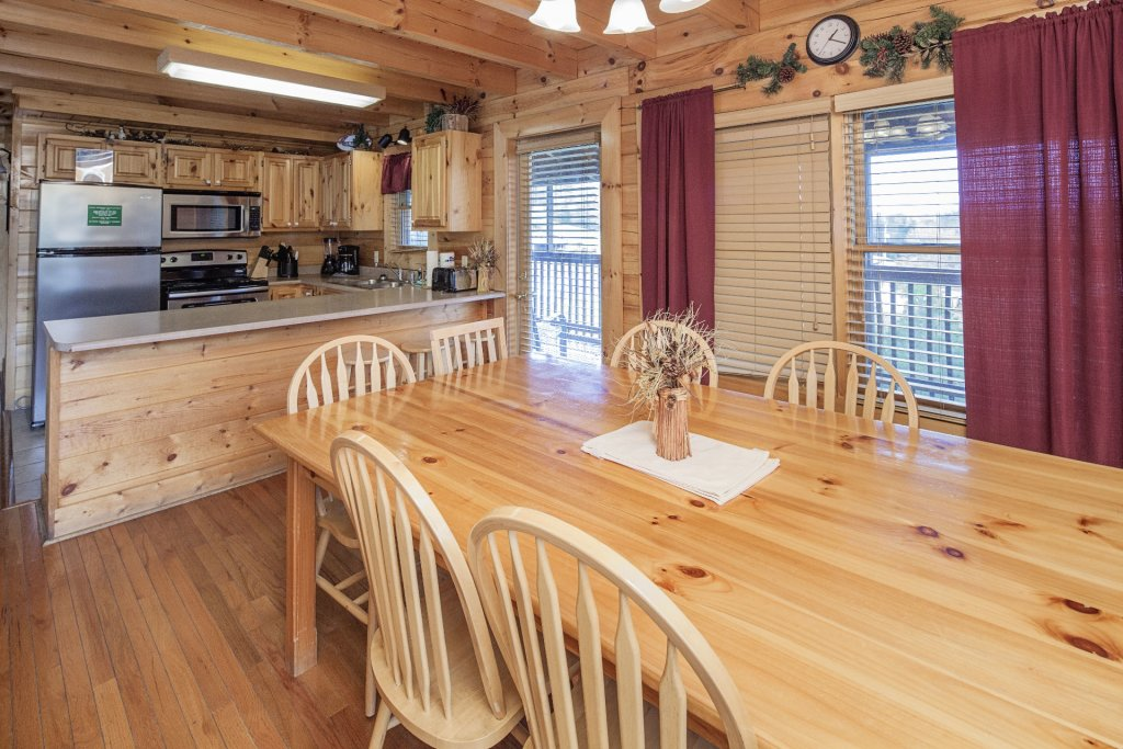 Photo of a Sevierville Cabin named  Black Beary Ridge - This is the thirty-fifth photo in the set.