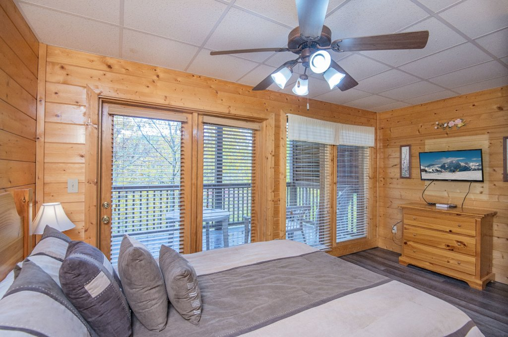 Photo of a Sevierville Cabin named  Tranquility - This is the thirty-eighth photo in the set.