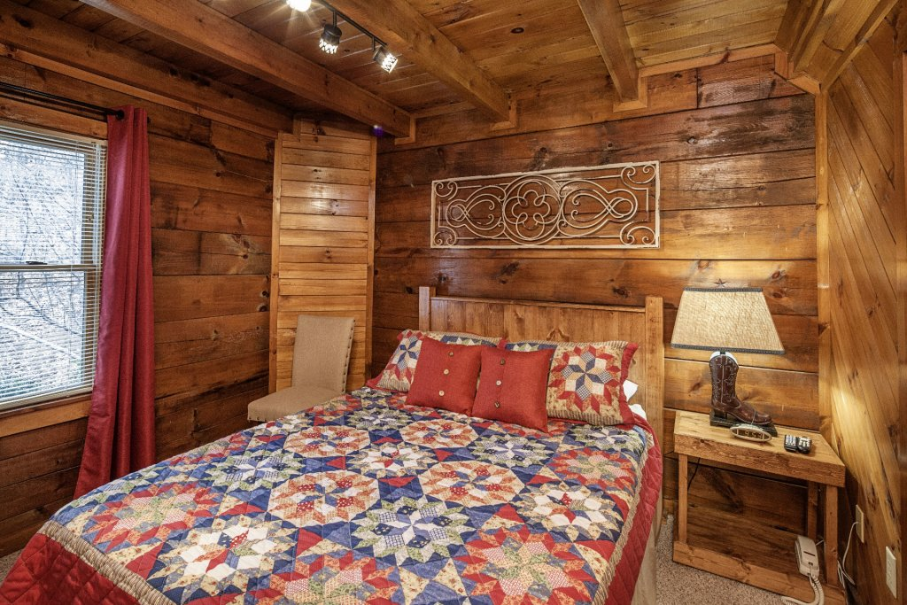Photo of a Pigeon Forge Cabin named  Moody Blue - This is the twelfth photo in the set.