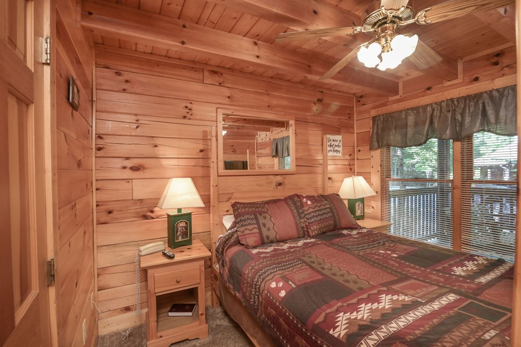 Photo of a Pigeon Forge Cabin named  Pirate's Cove - This is the twelfth photo in the set.