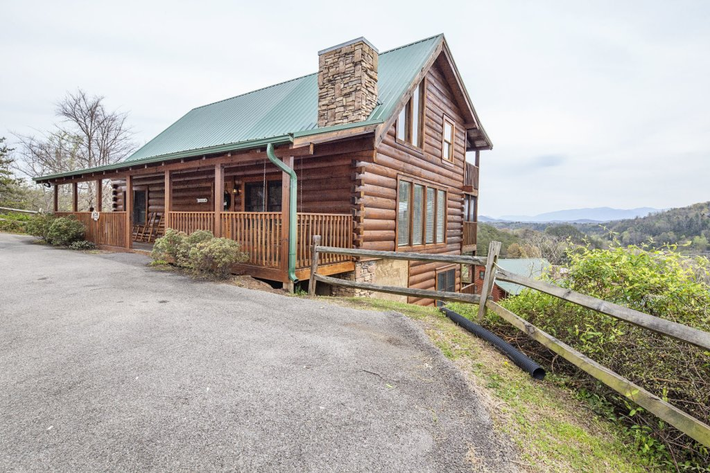 Photo of a Sevierville Cabin named  The Cedars - This is the first photo in the set.