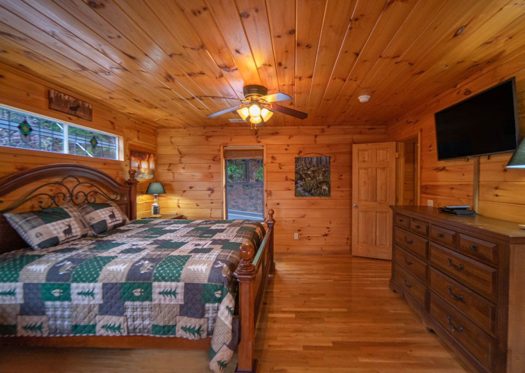 Photo of a Gatlinburg Cabin named Smokerise Lodge - This is the twenty-first photo in the set.
