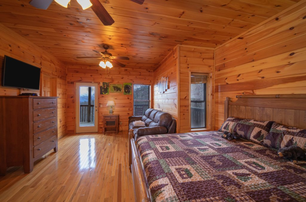 Photo of a Gatlinburg Cabin named Smokerise Lodge - This is the twenty-eighth photo in the set.