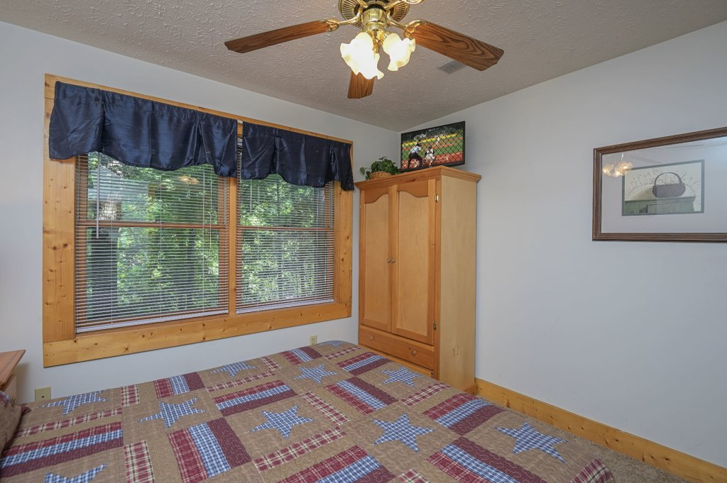 Photo of a Pigeon Forge Cabin named  Pirate's Cove - This is the twenty-second photo in the set.