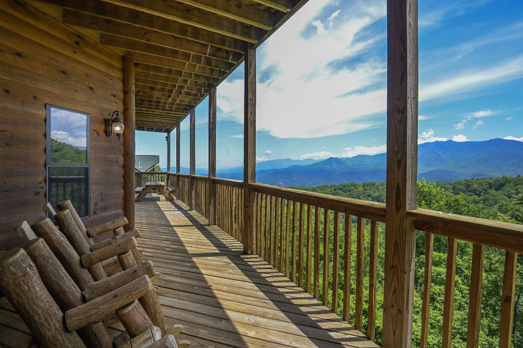 Photo of a Gatlinburg Cabin named Smokerise Lodge - This is the twelfth photo in the set.