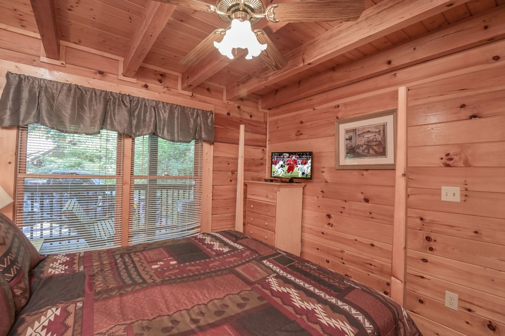 Photo of a Pigeon Forge Cabin named  Pirate's Cove - This is the thirteenth photo in the set.