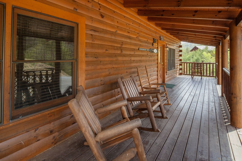 Photo of a Sevierville Cabin named  Black Beary Ridge - This is the thirty-ninth photo in the set.
