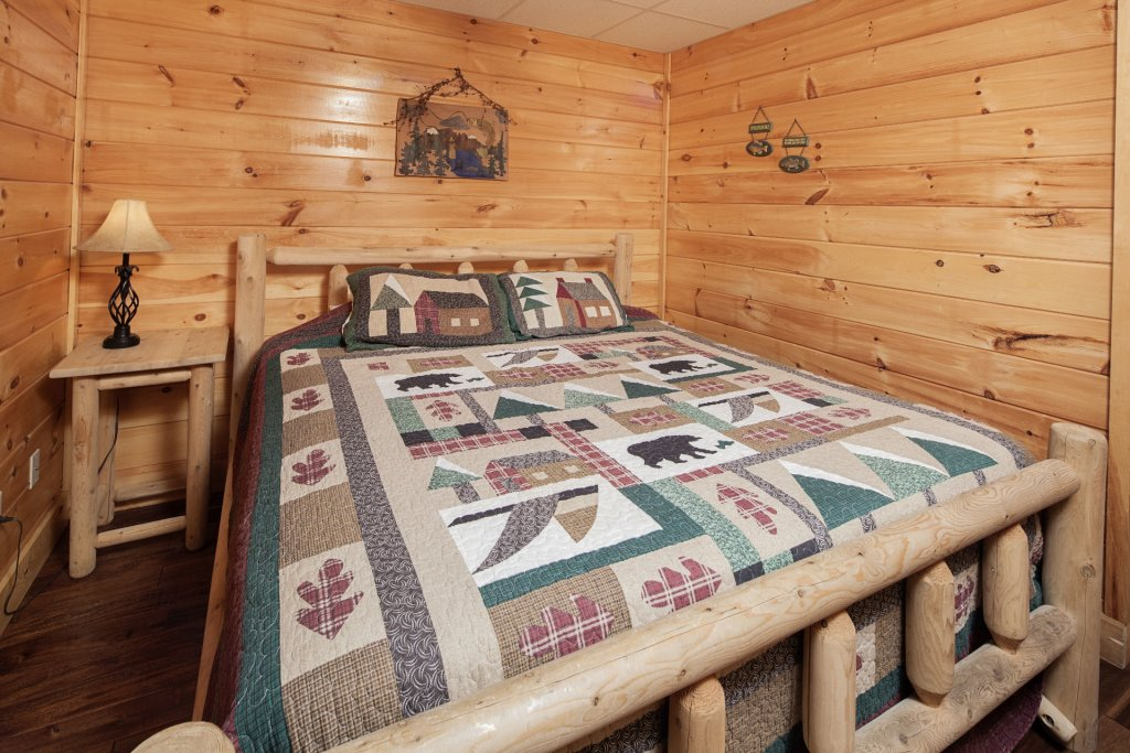 Photo of a Sevierville Cabin named  Black Beary Ridge - This is the thirty-second photo in the set.