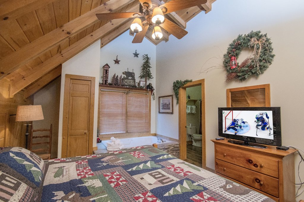 Photo of a Pigeon Forge Cabin named  Hibernation Hideaway - This is the forty-third photo in the set.