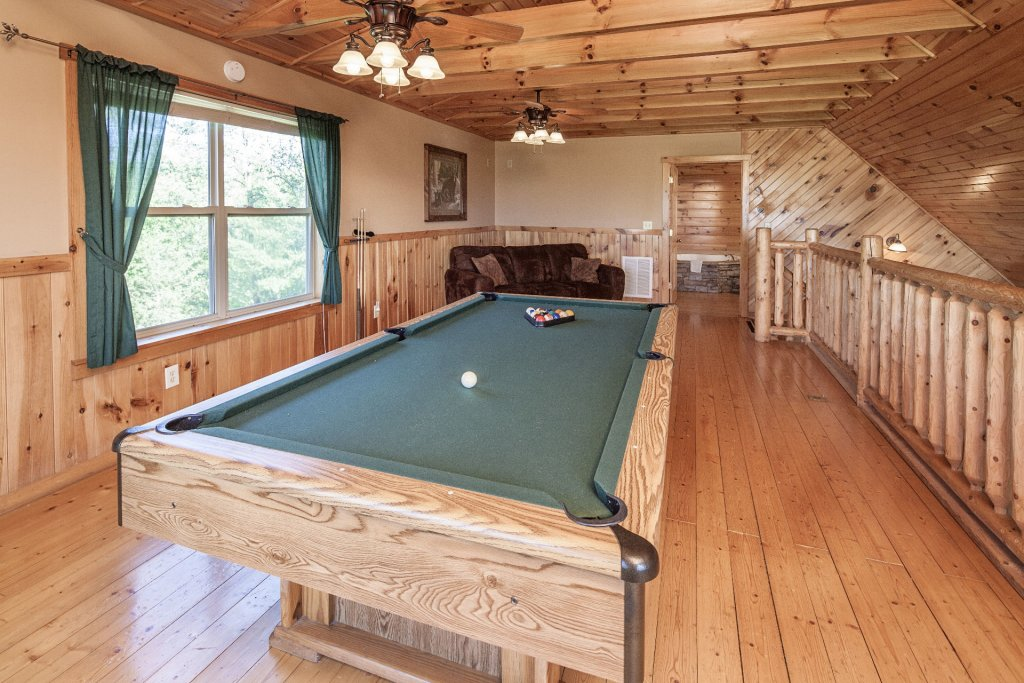 Photo of a Sevierville Cabin named Bear Hugs - This is the fifteenth photo in the set.