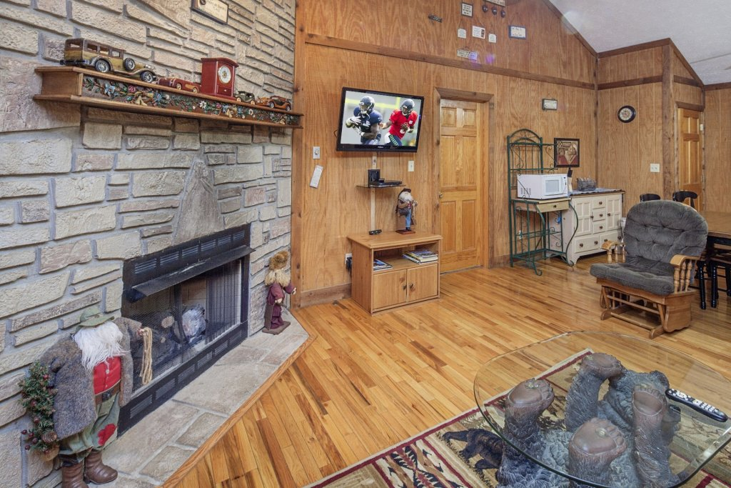 Photo of a Pigeon Forge Cabin named  Grandma & Granpaws Place - This is the third photo in the set.