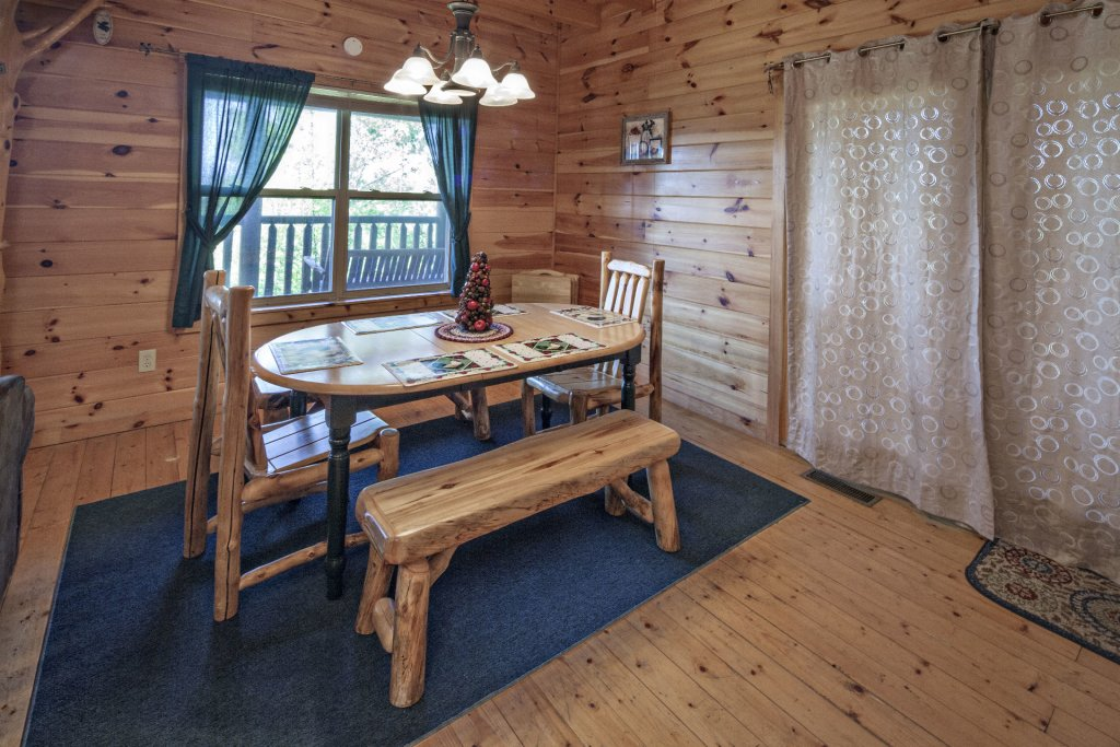 Photo of a Sevierville Cabin named Bear Hugs - This is the eighth photo in the set.
