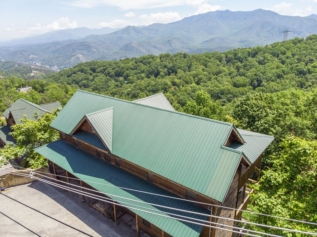 Photo of a Gatlinburg Cabin named Smokerise Lodge - This is the third photo in the set.