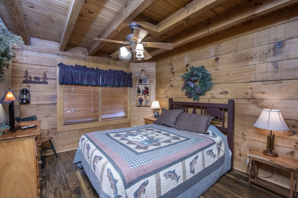Photo of a Pigeon Forge Cabin named  Hibernation Hideaway - This is the fifteenth photo in the set.