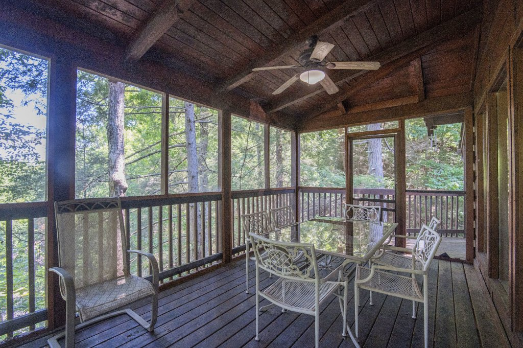 Photo of a Pigeon Forge Cabin named  Hibernation Hideaway - This is the thirty-third photo in the set.
