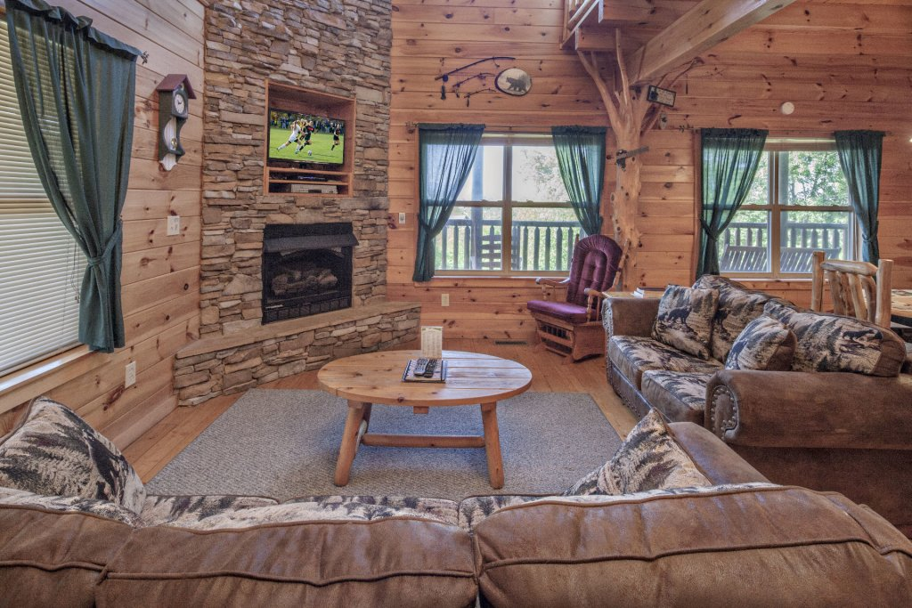 Photo of a Sevierville Cabin named Bear Hugs - This is the second photo in the set.