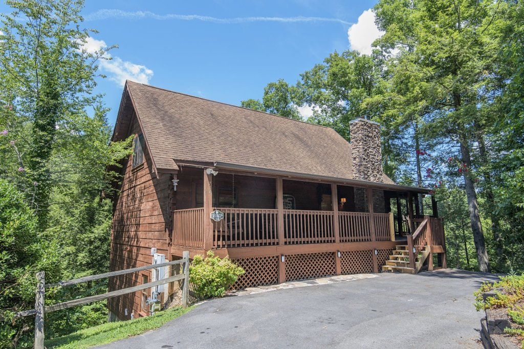 Photo of a Pigeon Forge Cabin named  Hibernation Hideaway - This is the first photo in the set.