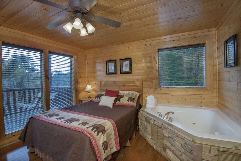 Photo of a Sevierville Cabin named  Simply The Best - This is the thirty-sixth photo in the set.