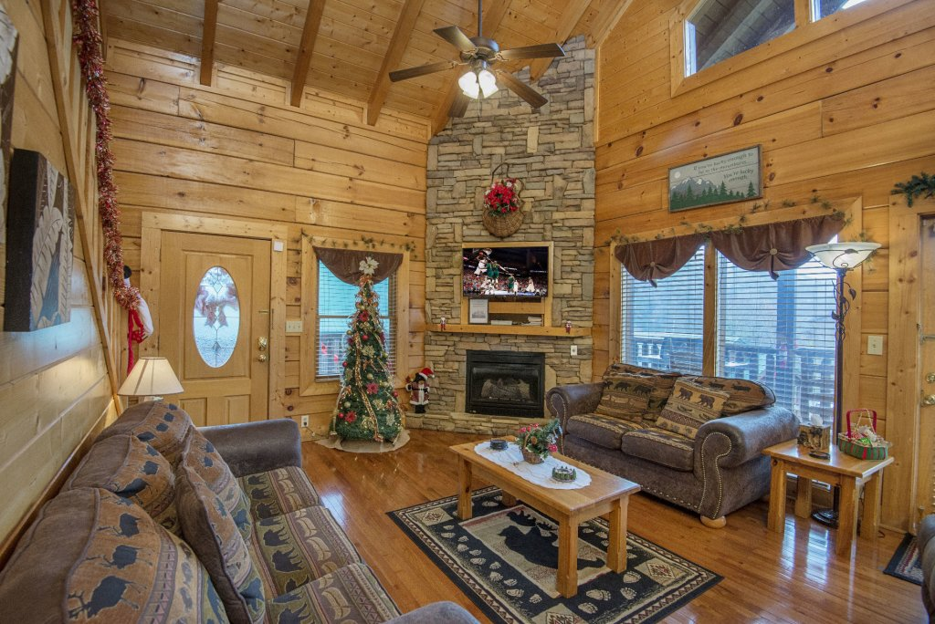 Photo of a Sevierville Cabin named  Simply The Best - This is the third photo in the set.