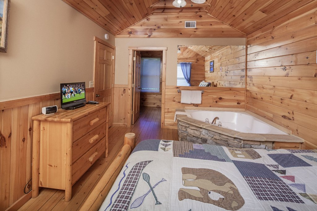 Photo of a Sevierville Cabin named Bear Hugs - This is the twenty-fifth photo in the set.