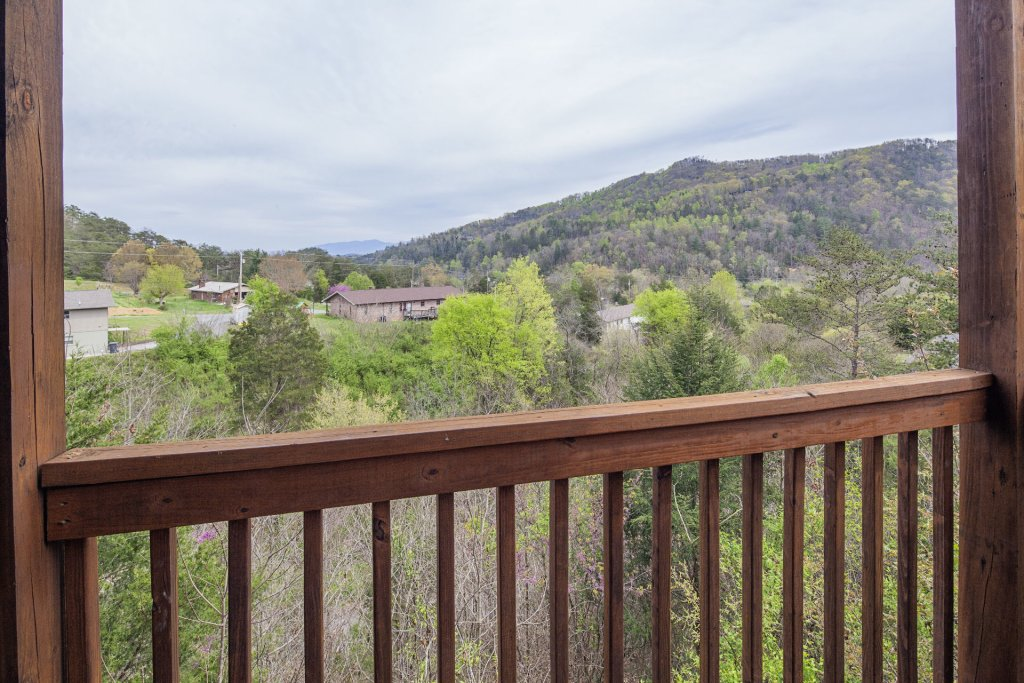 Photo of a Sevierville Cabin named  Black Beary Ridge - This is the forty-fourth photo in the set.