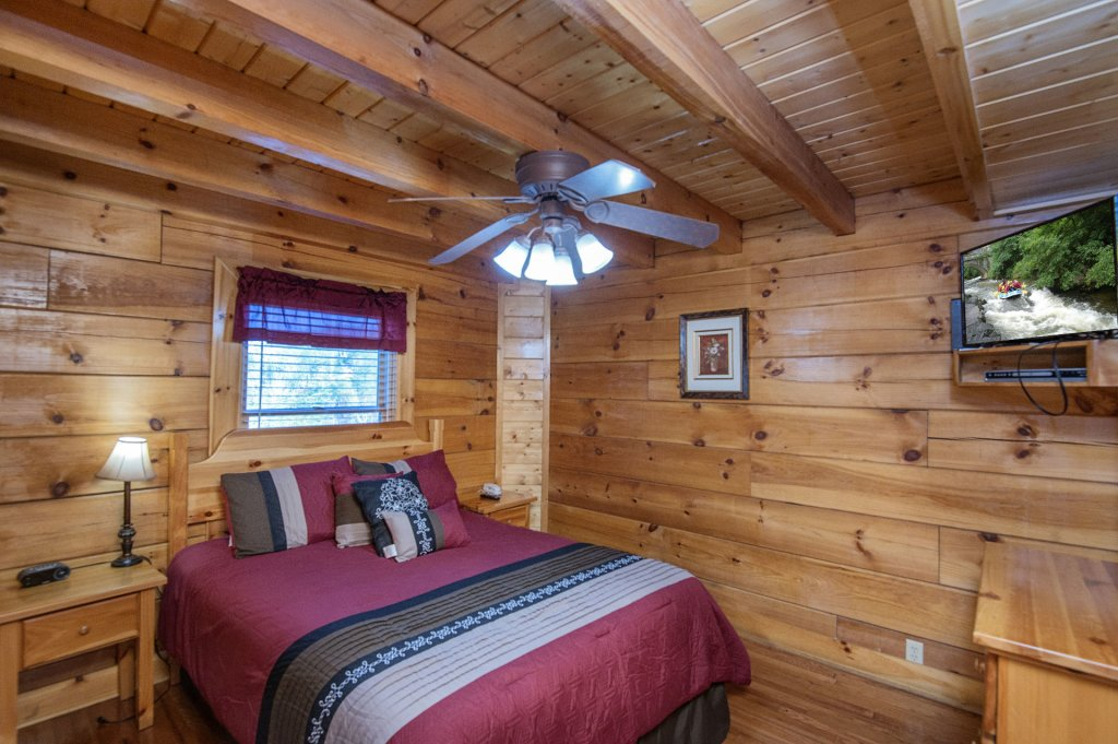 Photo of a Sevierville Cabin named  The Cedars - This is the thirty-fifth photo in the set.
