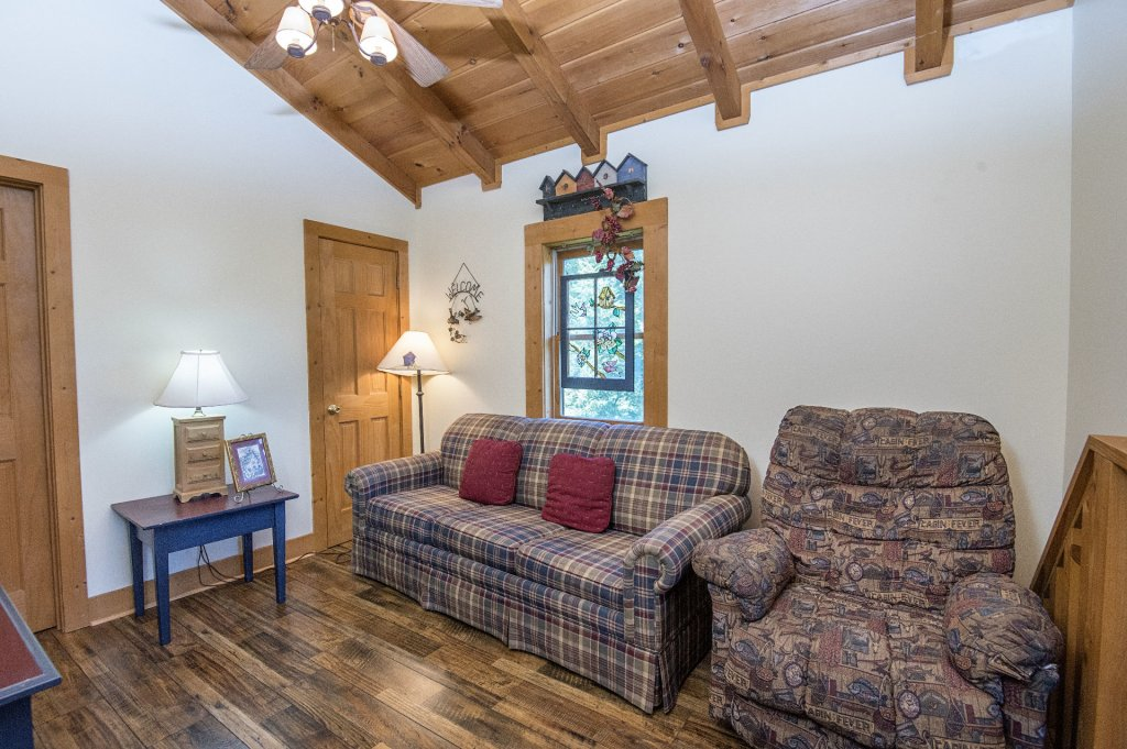 Photo of a Pigeon Forge Cabin named  Hibernation Hideaway - This is the thirty-first photo in the set.