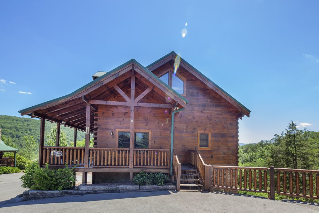 Photo of a Sevierville Cabin named  Simply The Best - This is the second photo in the set.