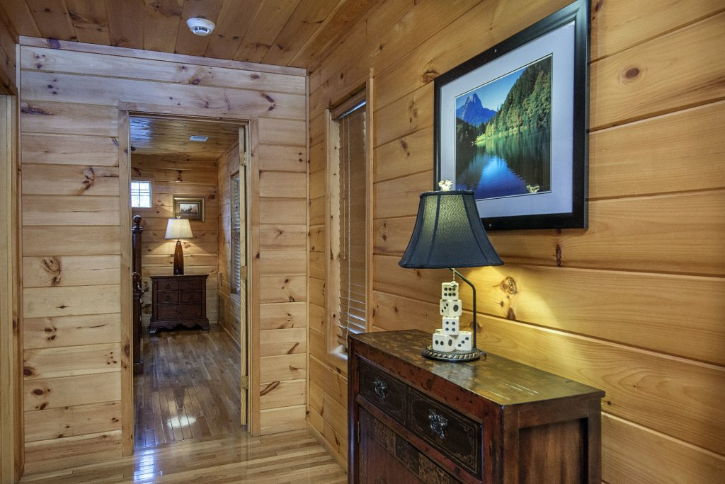 Photo of a Gatlinburg Cabin named Smokerise Lodge - This is the twenty-second photo in the set.