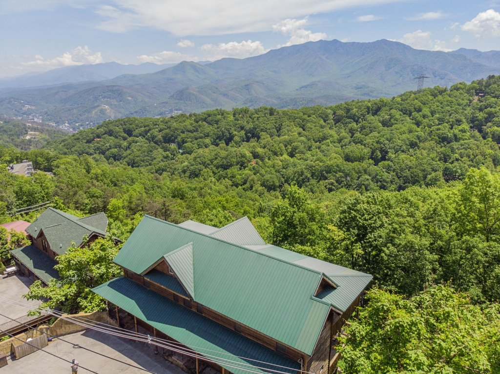Photo of a Gatlinburg Cabin named Smokerise Lodge - This is the thirty-fourth photo in the set.