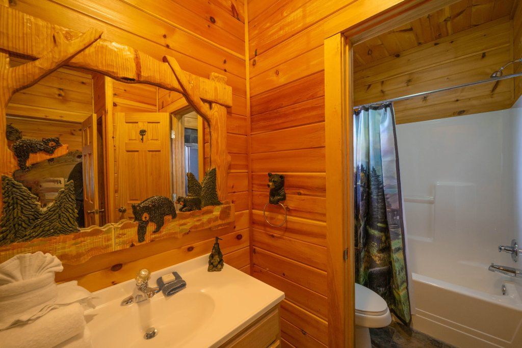 Photo of a Gatlinburg Cabin named Smokerise Lodge - This is the twenty-seventh photo in the set.