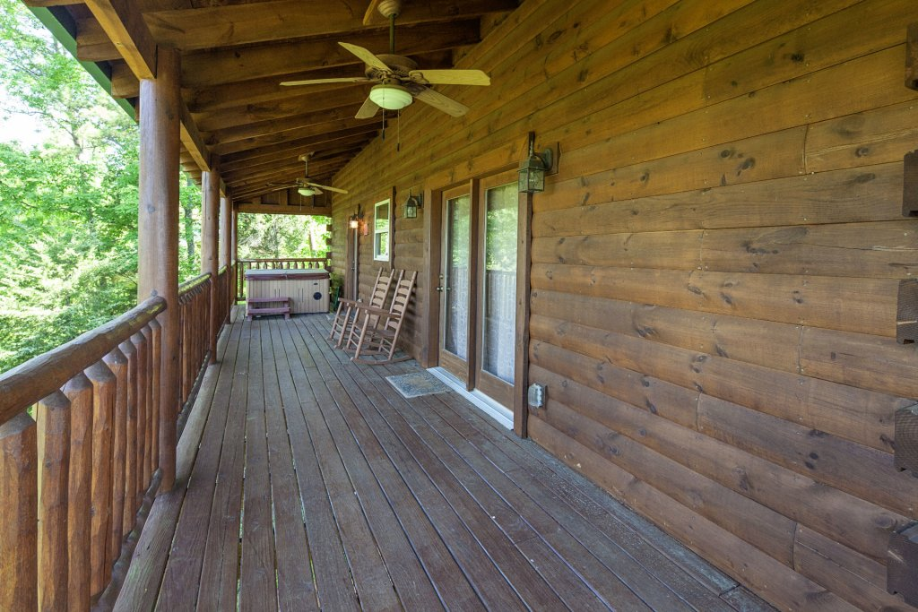 Photo of a Sevierville Cabin named Bear Hugs - This is the thirtieth photo in the set.