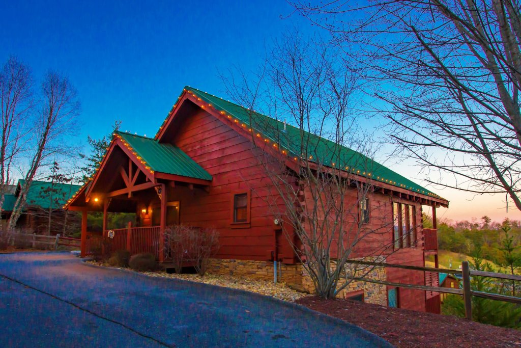 Photo of a Sevierville Cabin named  Eagles On High - This is the second photo in the set.
