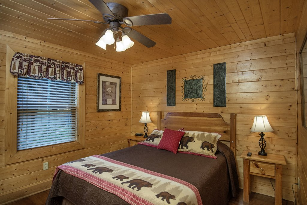 Photo of a Sevierville Cabin named  Simply The Best - This is the thirty-ninth photo in the set.