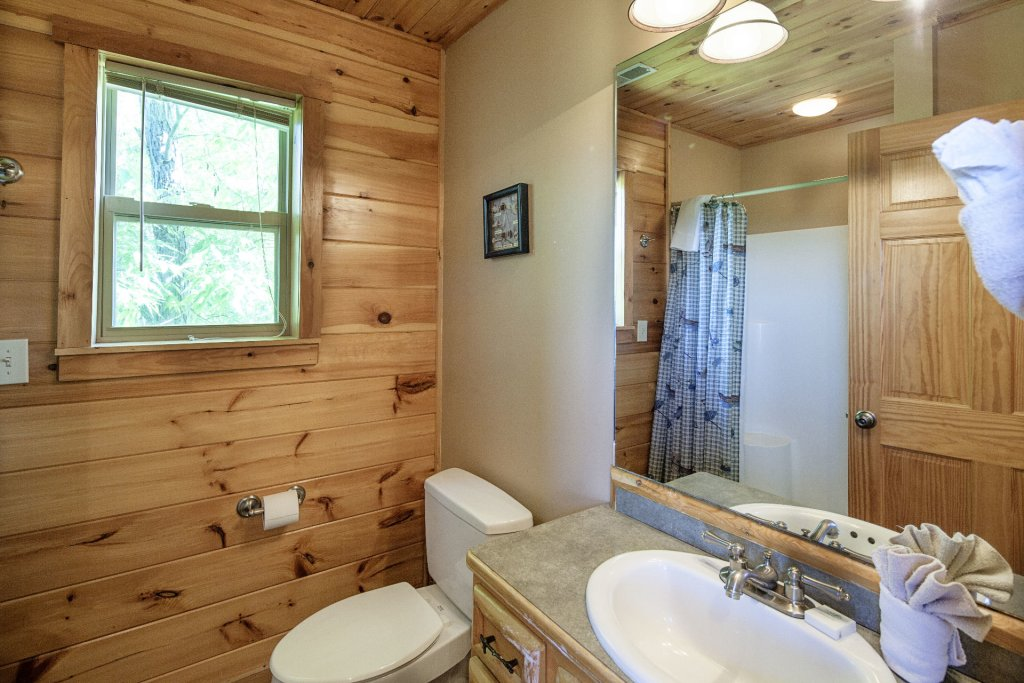 Photo of a Sevierville Cabin named Bear Hugs - This is the twenty-seventh photo in the set.