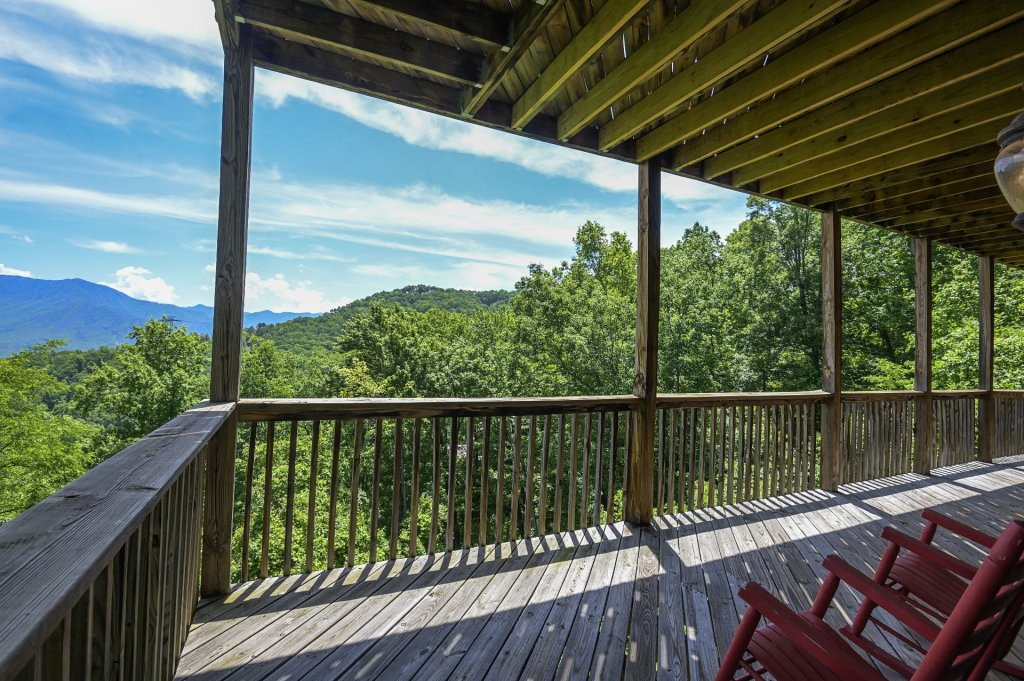 Photo of a Gatlinburg Cabin named Smokerise Lodge - This is the twentieth photo in the set.