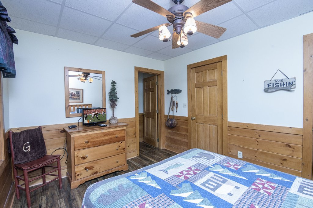 Photo of a Pigeon Forge Cabin named  Hibernation Hideaway - This is the forty-first photo in the set.