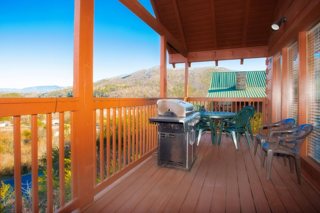 Photo of a Sevierville Cabin named  Eagles On High - This is the fourth photo in the set.