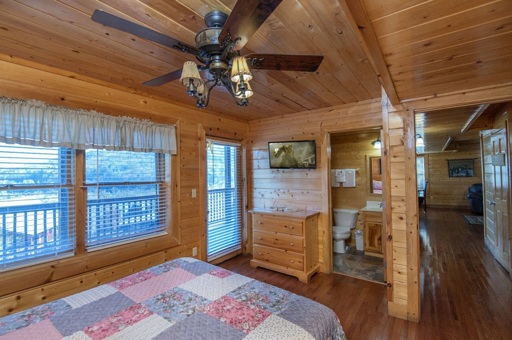 Photo of a Sevierville Cabin named  The Cedars - This is the forty-first photo in the set.