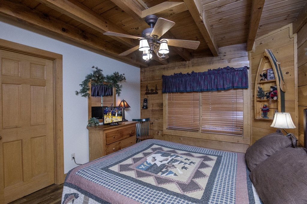 Photo of a Pigeon Forge Cabin named  Hibernation Hideaway - This is the fortieth photo in the set.