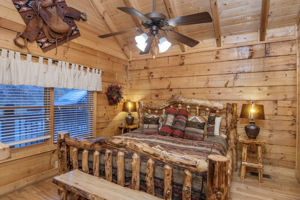 Photo of a Sevierville Cabin named  Eagles On High - This is the seventeenth photo in the set.