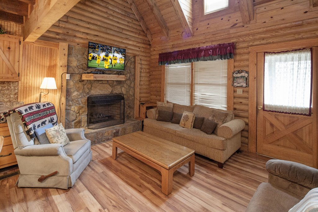 Photo of a Pigeon Forge Cabin named  Country Days - This is the third photo in the set.