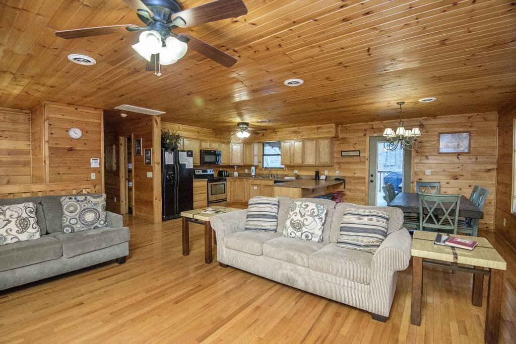 Photo of a Gatlinburg Cabin named Homespun Hospitality - This is the fourth photo in the set.