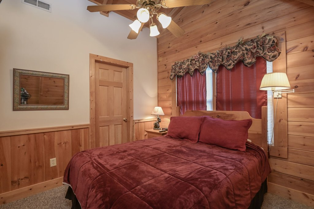 Photo of a Pigeon Forge Cabin named  Happy Haven - This is the tenth photo in the set.