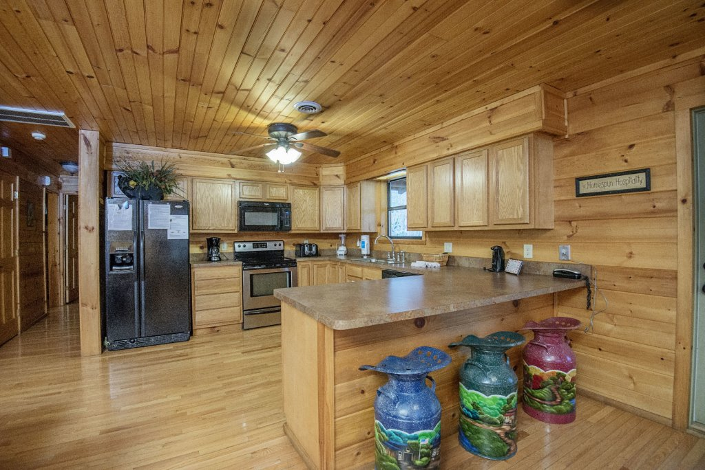 Photo of a Gatlinburg Cabin named Homespun Hospitality - This is the seventh photo in the set.