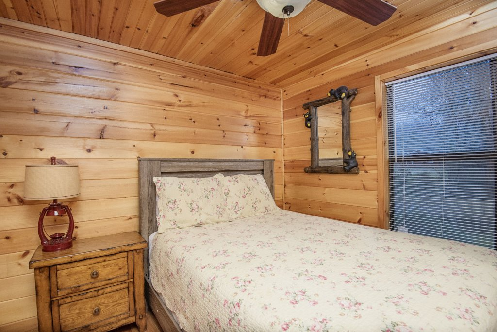 Photo of a Gatlinburg Cabin named Homespun Hospitality - This is the eleventh photo in the set.