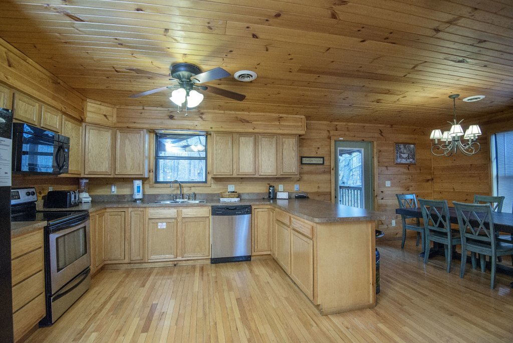 Photo of a Gatlinburg Cabin named Homespun Hospitality - This is the ninth photo in the set.